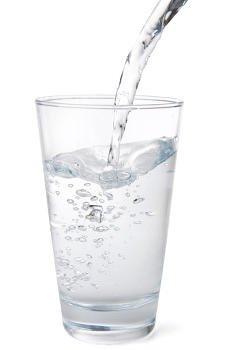 Beber agua para evitar la deshidratación