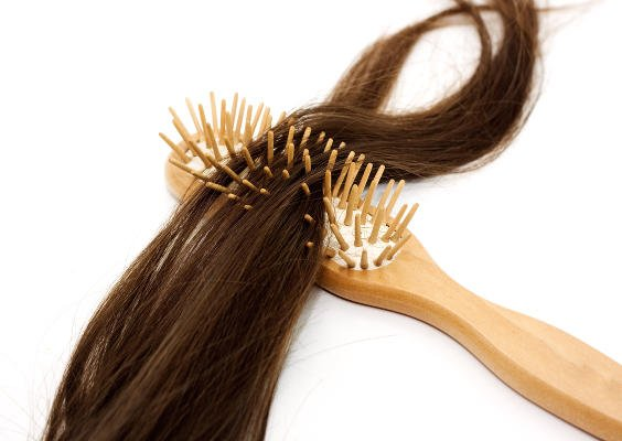 Causas de la alopecia difusa femenina