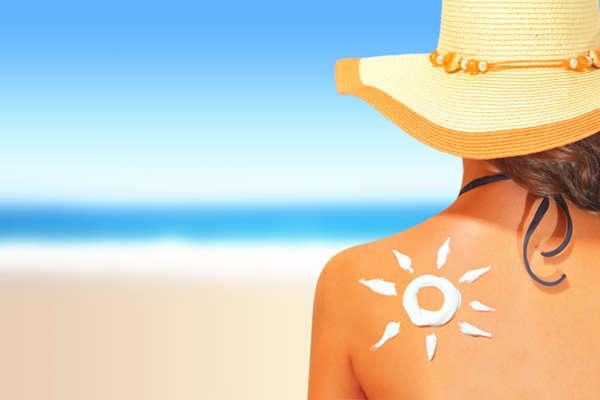 La protección solar es un gesto indispensable en el cuidado de la piel en verano