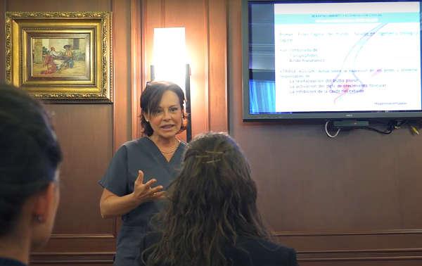 La Dra. Josefina Royo de la Torre imparte un curso interno de formación en IML