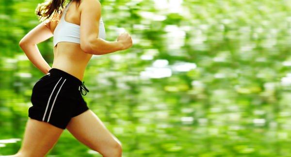 Correr y caminar son dos ejercicios recomendados para mantener los glúteos firmes