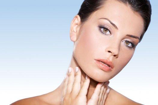 La flacidez facial puede tratarse con radiofrecuencia o con Lift Express