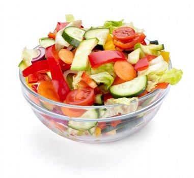 Las ensaladas variadas con hortalizas de temporada aportan antioxidantes