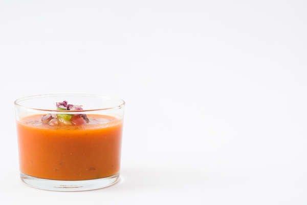 El gazpacho es una tapa saludable y baja en calorías que aporta vitaminas y minerales