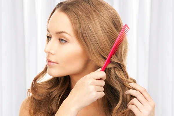 Hábitos sencillos como no cepillar el pelo mojado o utilizar peines adecuados evitan que el pelo se rompa