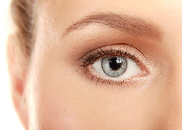 La piel del contorno de los ojos es muy delicada