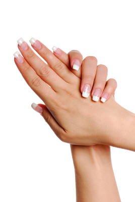 Las características de la piel de las manos favorece su envejecimiento