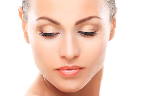 La piel que rodea los ojos es mucho más sensible que la de otras zonas faciales
