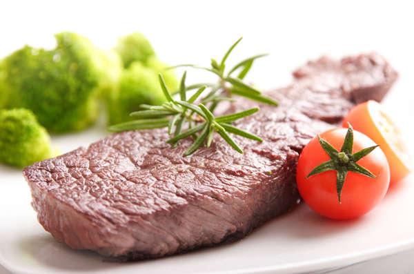 El romero y el tomillo aportan buen aroma a la carne roja