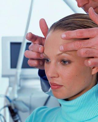 La Tensoendoscopia facial de IML eleva la cola de la ceja