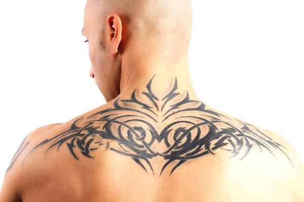 tatuaje de tinta negra