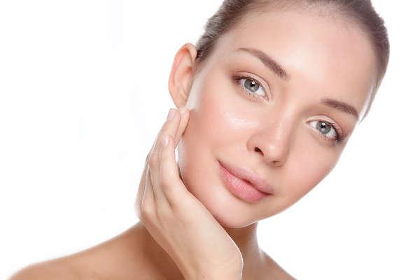 El ácido hialurónico reticulado se aplica para crear volumen. El no reticulado, para revitalizar la piel