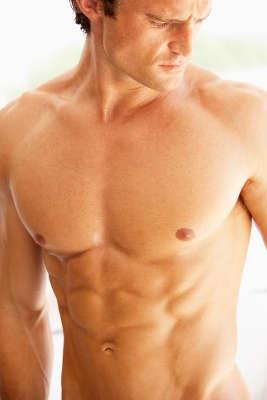 Tórax, abdomen y espalda son las zonas donde más influyen las hormonas en el varón