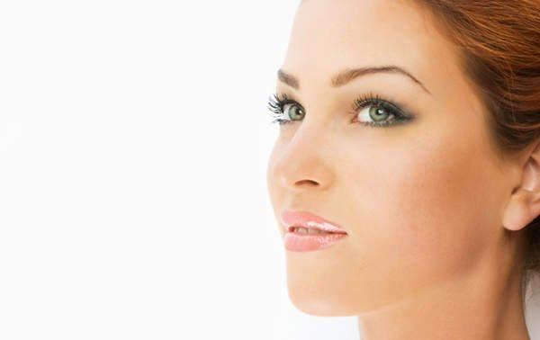 Una piel homogénea y sin manchas juega un papel decisivo en la percepción de la belleza femenina