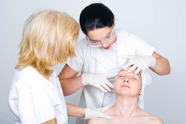 Nuestros médicos estéticos realizan un estudio personalizado del rostro