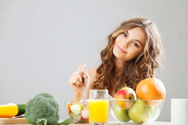 Verduras, frutas y cereales integrales son fuentes de fibra